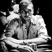 профессиональный покерист из Германии Маниг Лезер